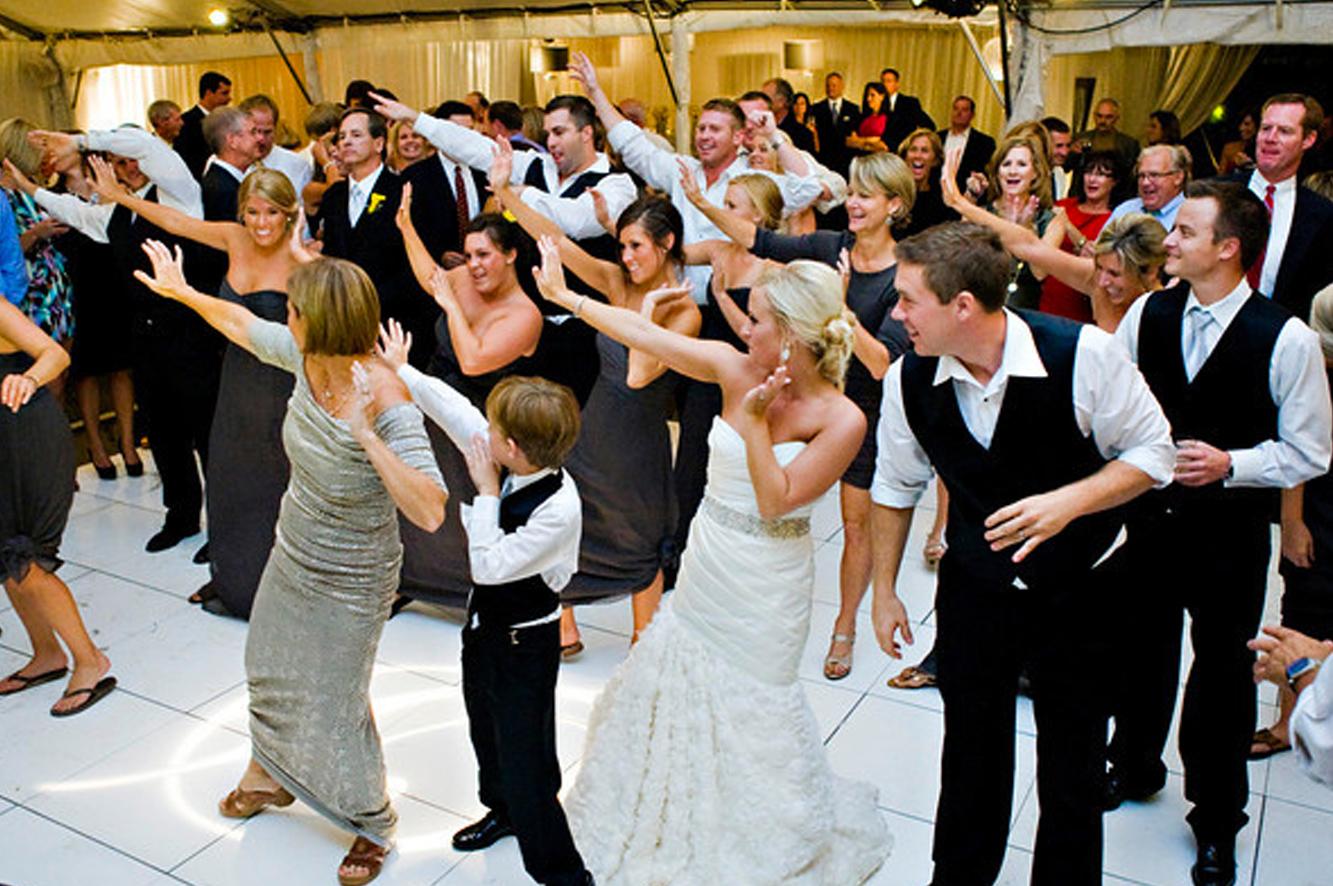 Group-dance-for-wedding